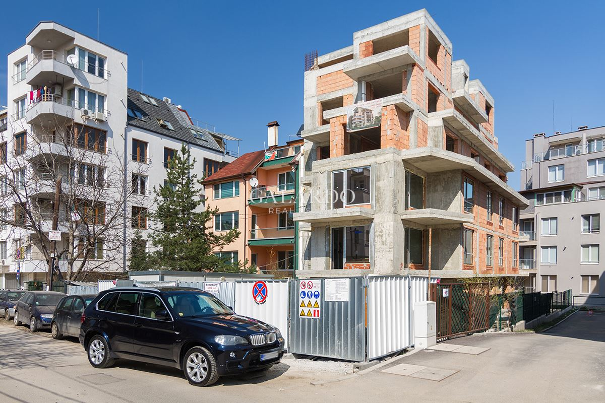 Two-bedroom apartment on a communicative place in