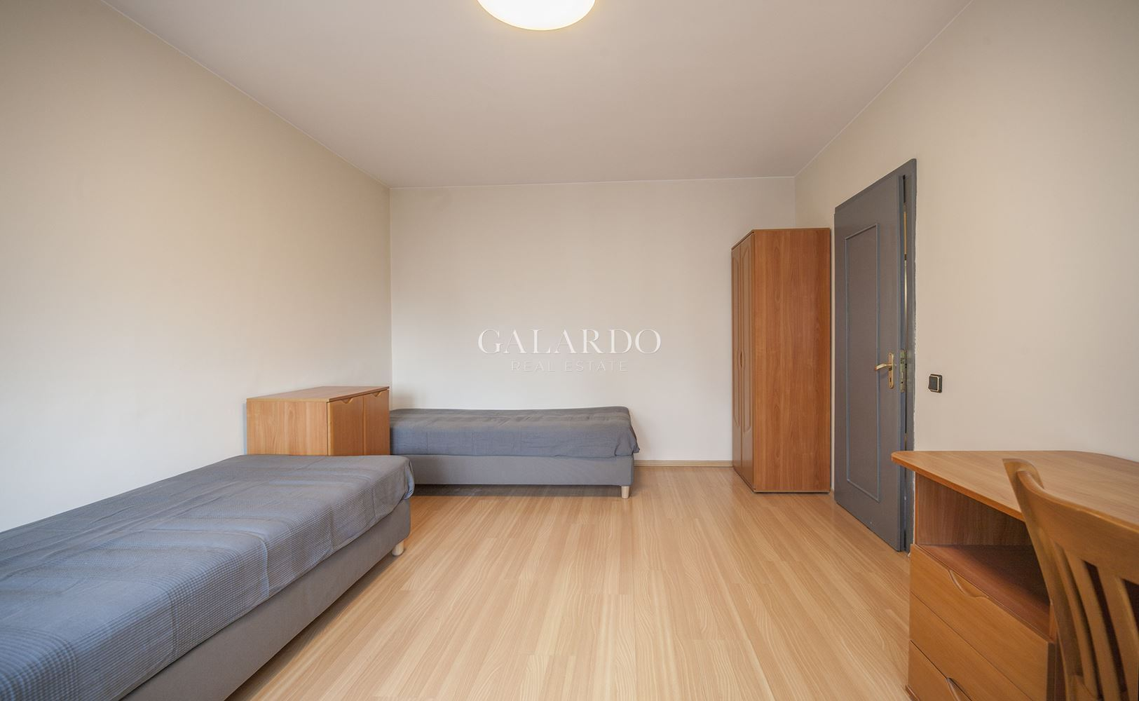 Two-bedroom apartment next to Zaimov park