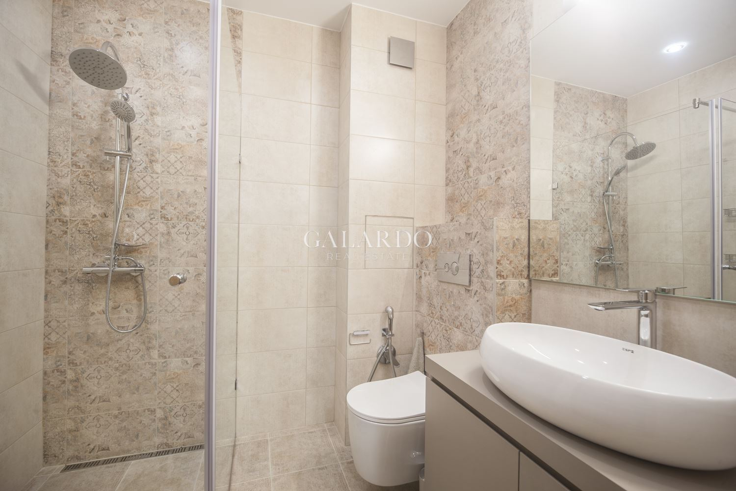Designer one bedroom apartment in a luxury gated complex