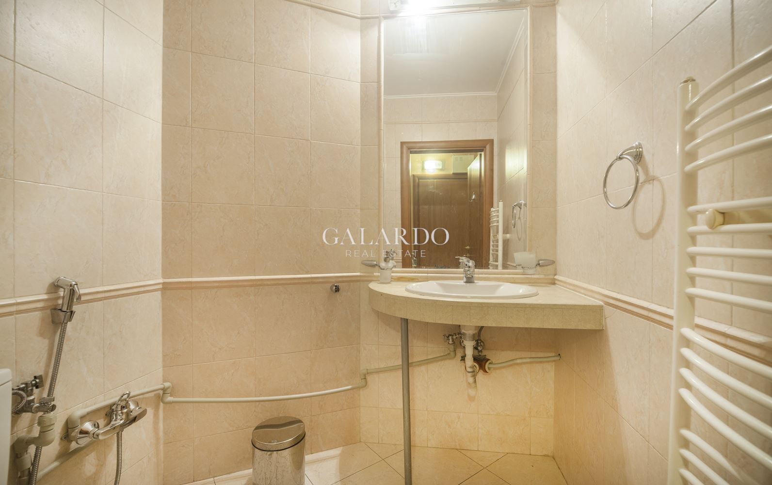Furnished three-bedroom apartment with two levels in a gated complex, Vitosha