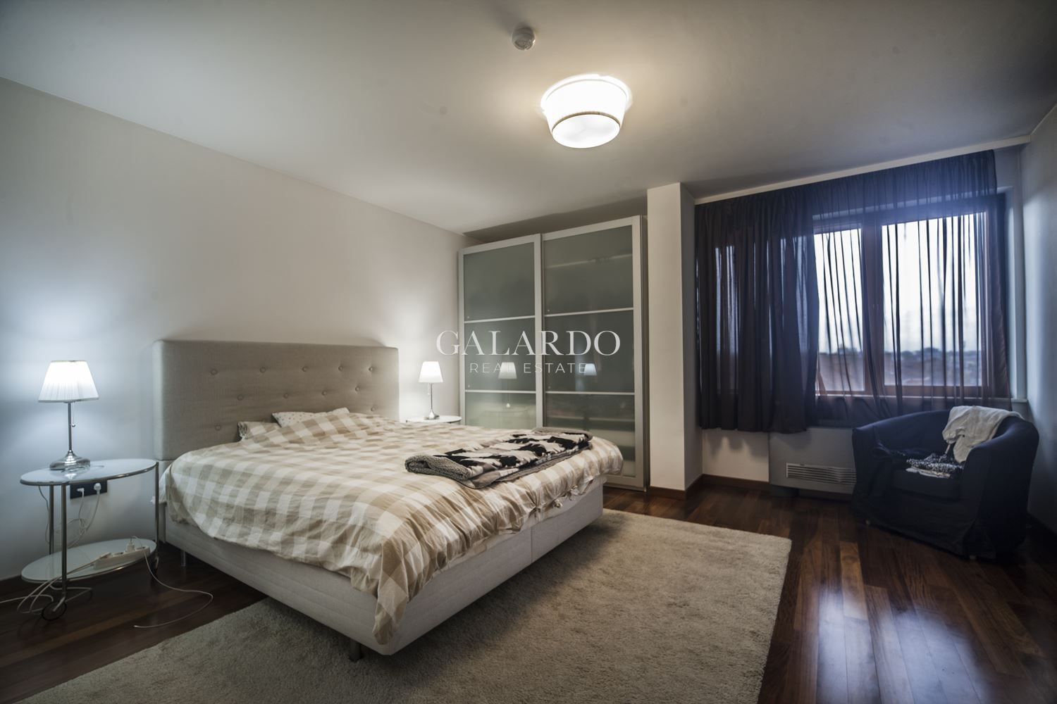 Furnished two-bedroom apartment in a representative building next to Doctor's monument