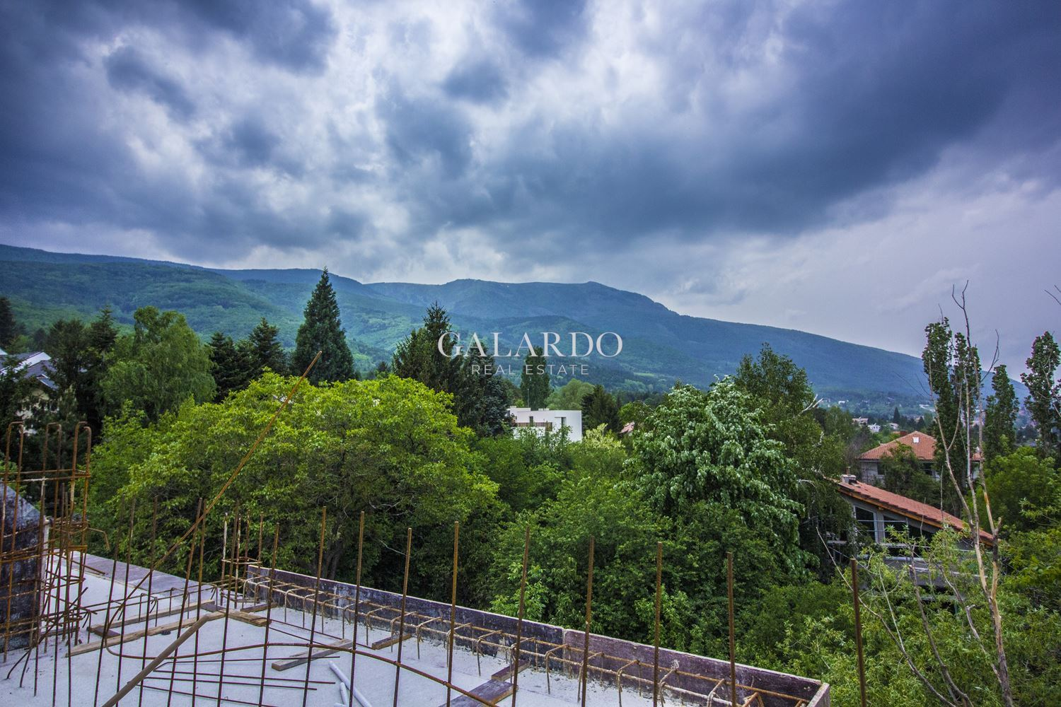 Spacious one bedroom apartment in a small gated complex, Simeonovo