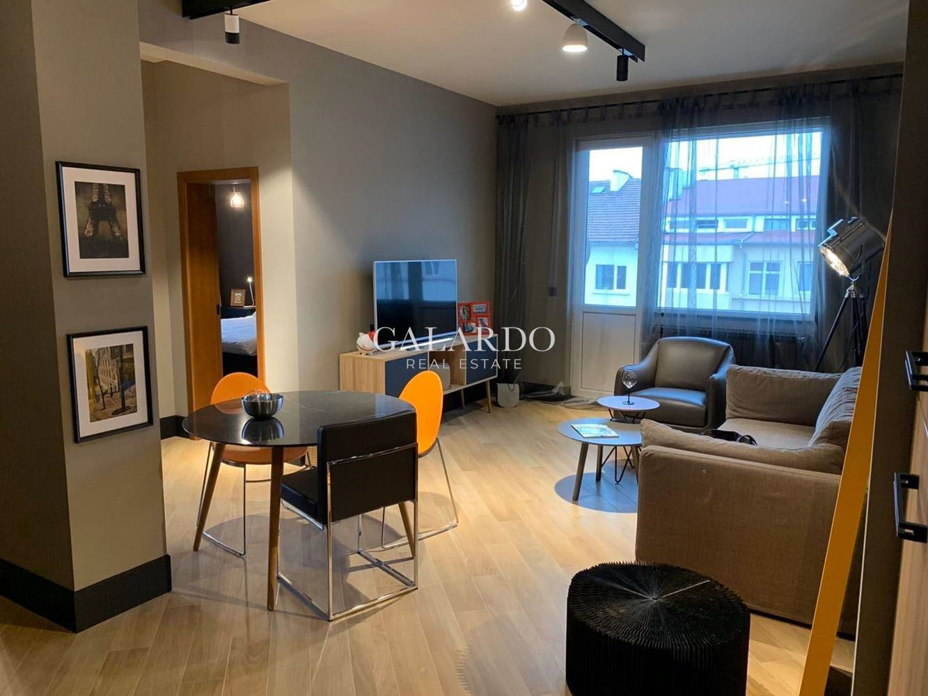 Designer apartment with parking space on Patriarch Evtimiy Blvd.