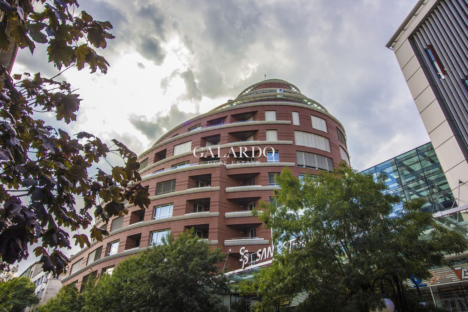 Luxury two-bedroom apartment in an iconic building in Doctor's Garden