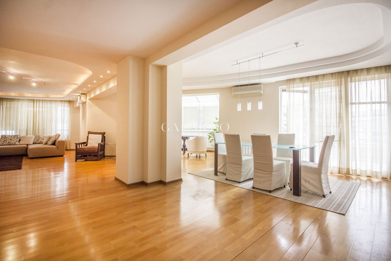 Spacious furnished apartment next to James Boucher Subway Station