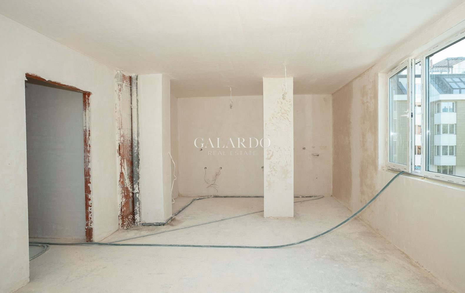South two-bedroom apartment in a luxury building in Manastirski Livadi