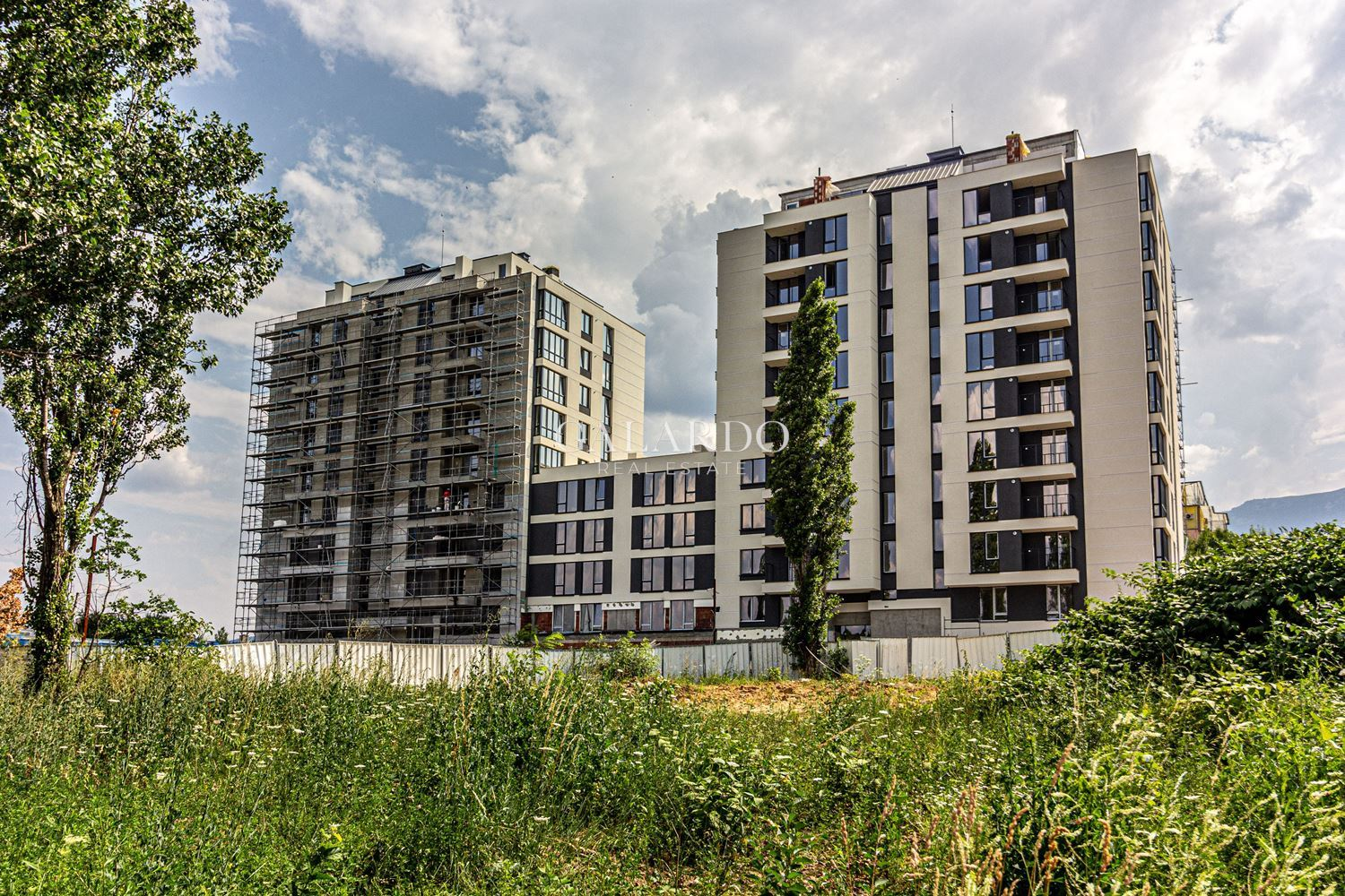 One bedroom apartment in a gated complex in Hladilnika
