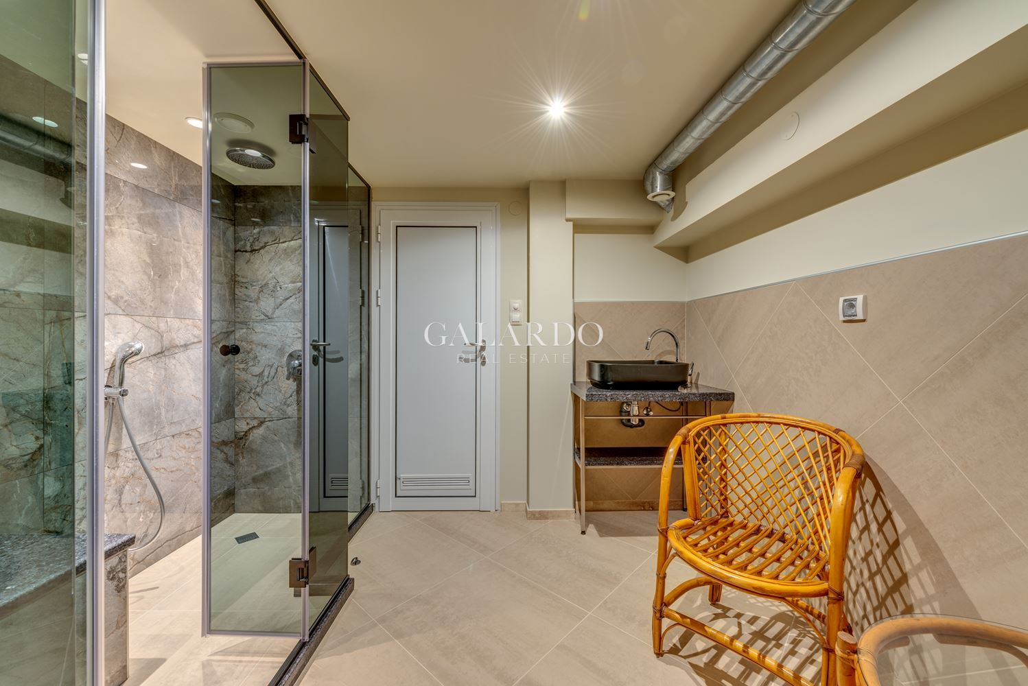 Stylish and cozy one bedroom apartment with great location