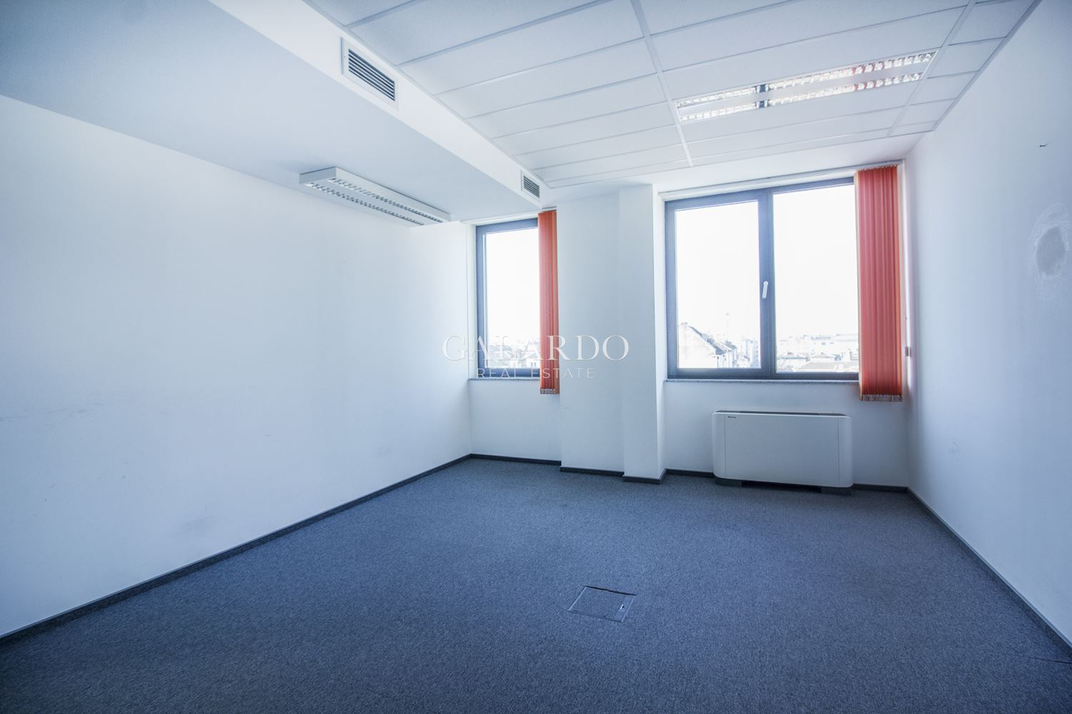 Spacious office in the Top Center