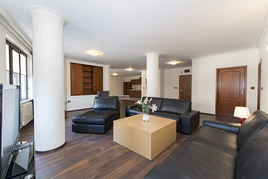 Lovely two bedroom apartment with a parking space next to the National Assembly Square