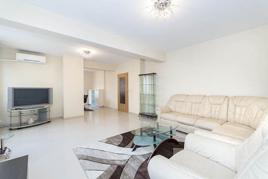 Bright and spacious two-bedroom apartment in