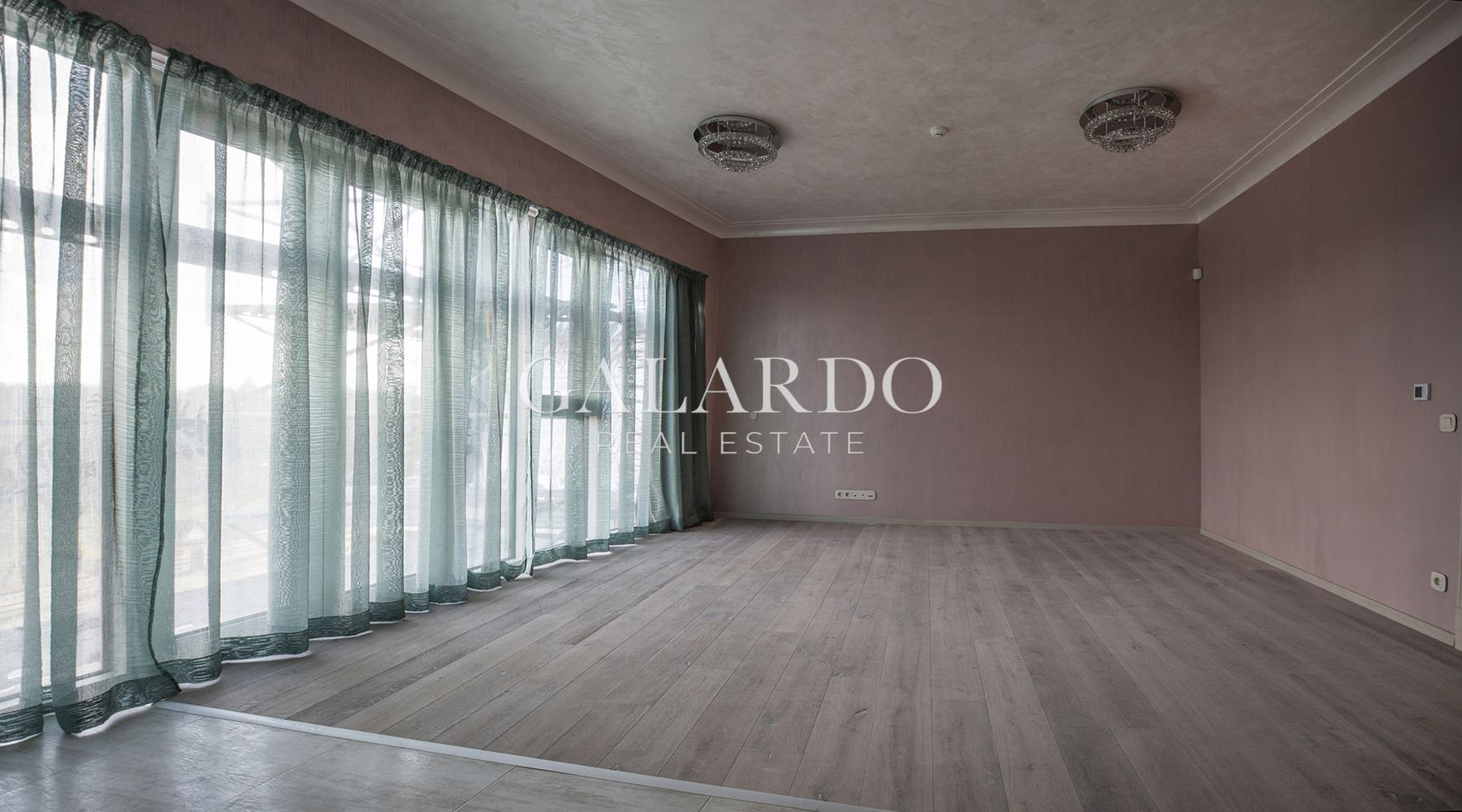 Luxuri finished two-bedroom apartment in a boutique building in Lozenets